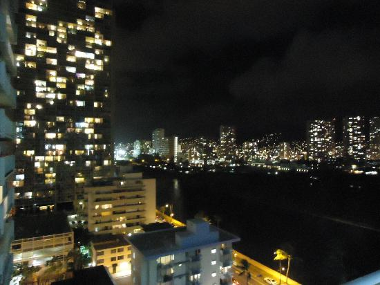 Waikiki Beach Condominiums: Night view of Honolulu from room door