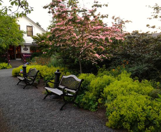 Earthbox Inn & Spa : Hotel Office & Landscaping