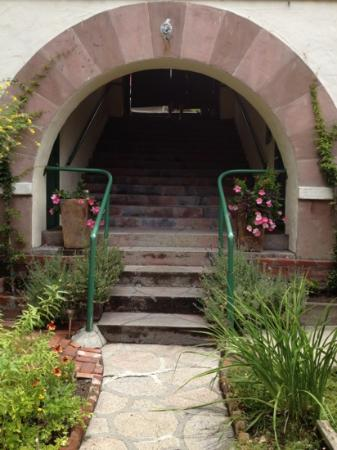 Manzanita Cottages: stairway from parking space.
