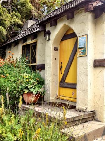 Manzanita Cottages: yellow cottage