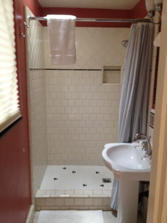 Manzanita Cottages: bathroom