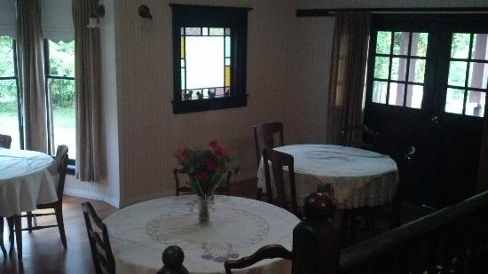 Fairburn Farmstay and Guesthouse: Dining Area
