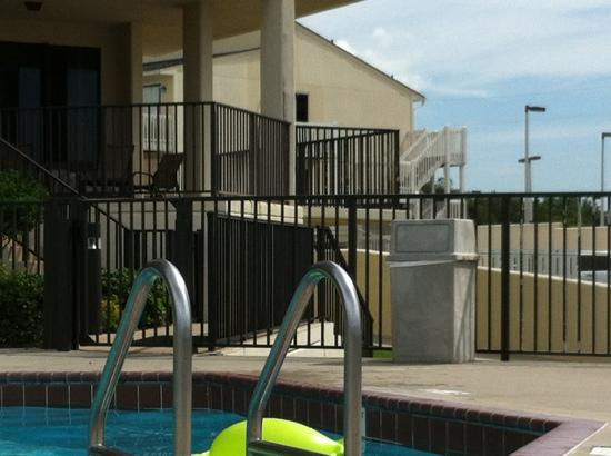 Phoenix VIII: first floor condo close to the pool
