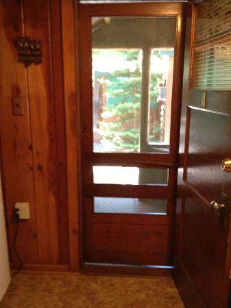 Wagon Wheel RV Campground and Cabins: screen door in kitchen/dining