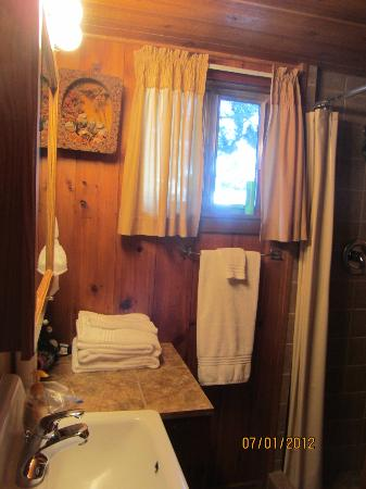 Wagon Wheel RV Campground and Cabins: bathroom