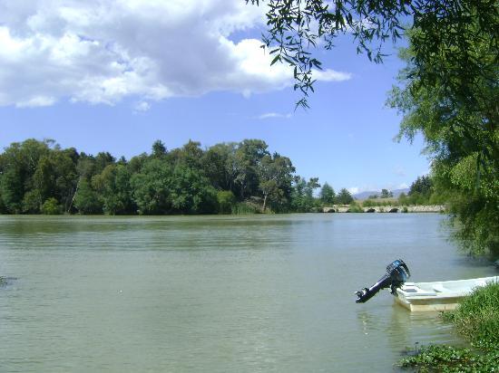 Centro Ecoturistico del Lago: Vista a la presa de San Antonio, desde el hotel.