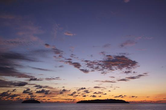 Shangri-La's Tanjung Aru Resort & Spa: Sunset in Kota Kinabalu