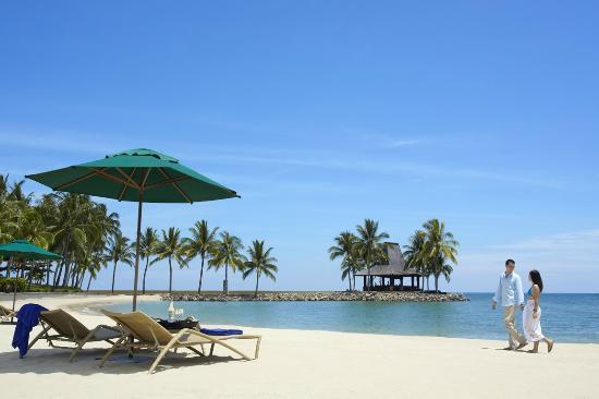 Shangri-La's Tanjung Aru Resort & Spa: Gorgeous Sunset Beach