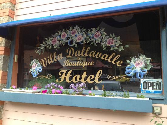 Villa Dallavalle Hotel / Inn: The sign out front.