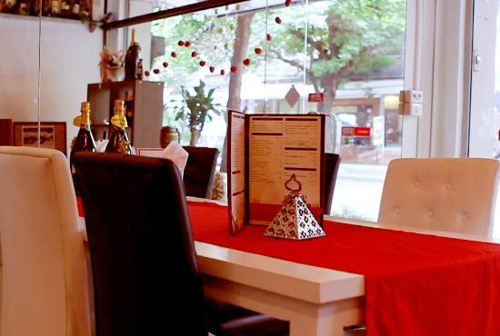 SIP Wine Bar & Tasting: Tables