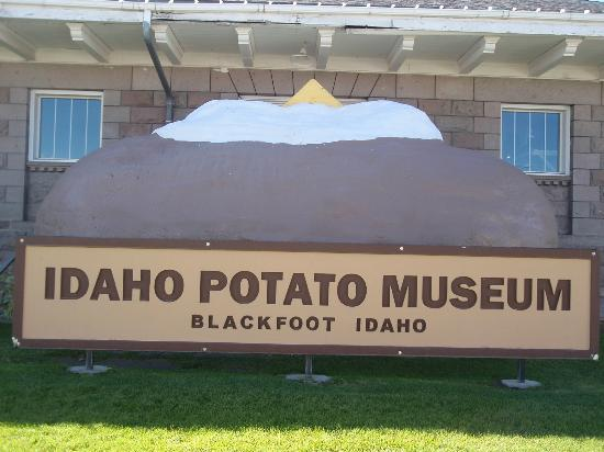 Blackfoot, ID: Outside the building