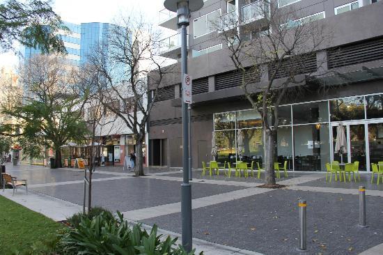 Crowne Plaza Adelaide : entrance
