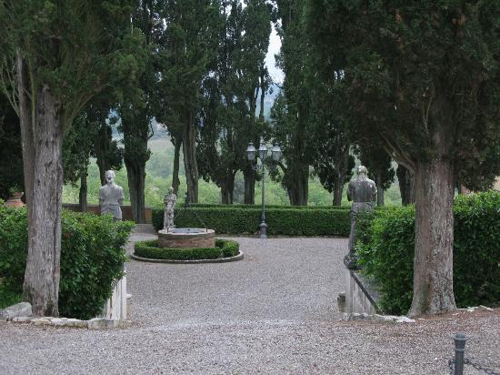 Villa Poggiano: The grounds