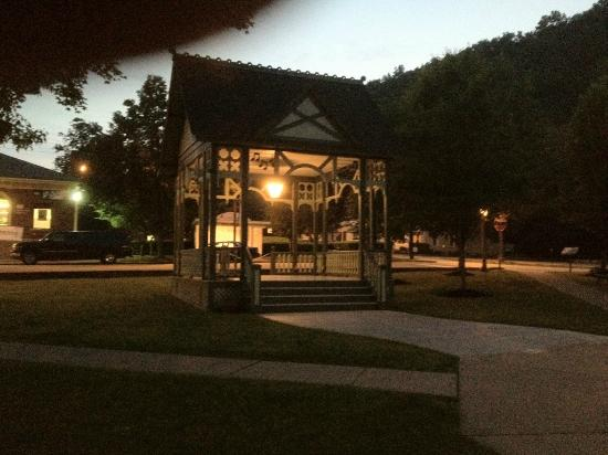 Keuka Lakeside Inn: Gazebo in the Village Square