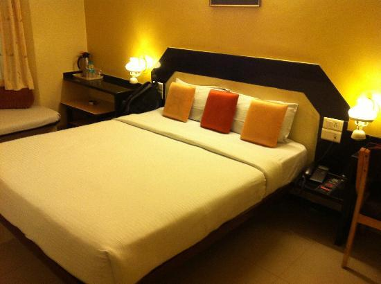 Hotel Vrishali Executive: Bed