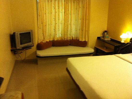 Hotel Vrishali Executive: Room