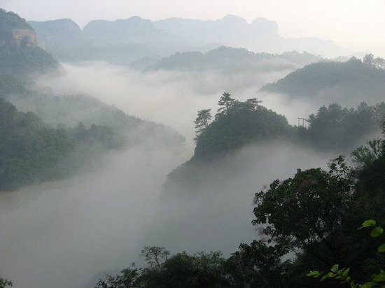 Danxia Qianjkun Mountain Scenic Zone: Sea of cloud scenary at early morning from the mountain temple.