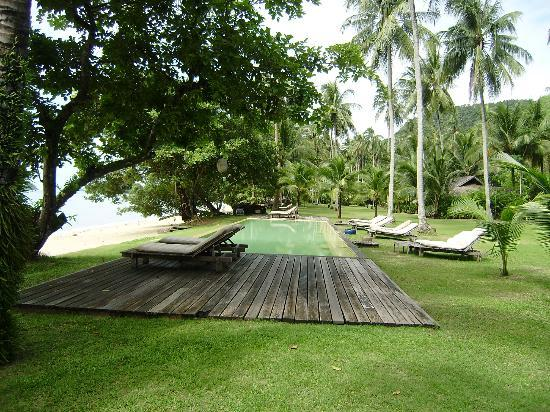 Koyao Island Resort: Pool/beachfront