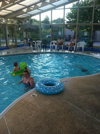 Baymont Inn & Suites Springfield: enjoyment at pool