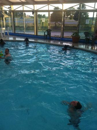 Baymont Inn & Suites Springfield: grand kids enjoying at their pool