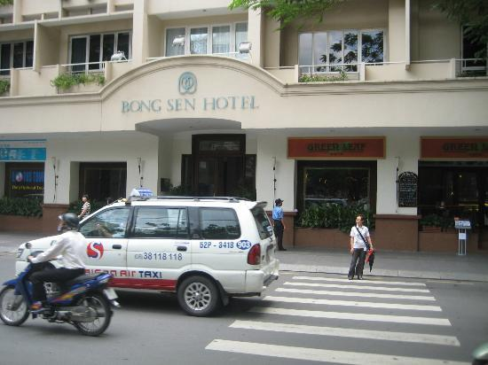 Bong Sen Hotel Saigon: This is the front of the hotel.