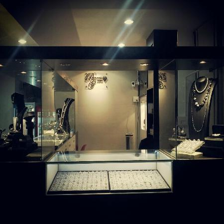 Modern Thai Hotel: Princess Gems Shop open NOW
