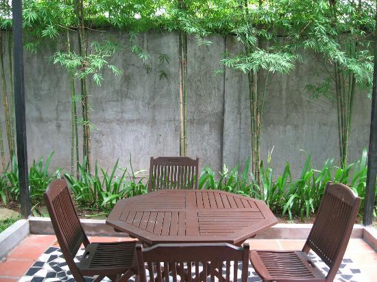 Paradise Angkor Villa Hotel: Private patio