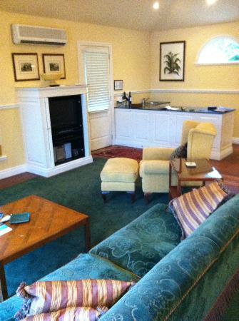 Woodman Estate: The Chalet Suite living room