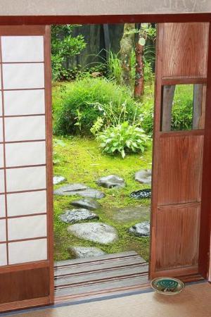 Araya Totoan: Cottage garden