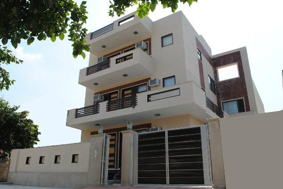 Anand Villa : Front View Of Guest House