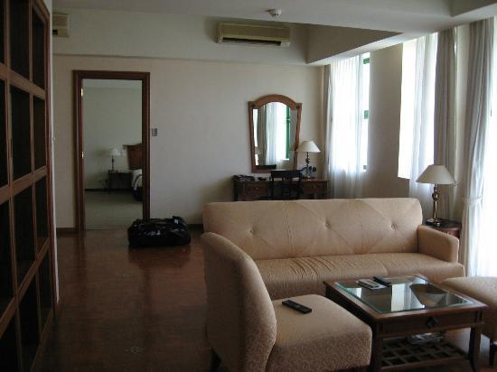 Himawari Hotel Apartments: Lounge room