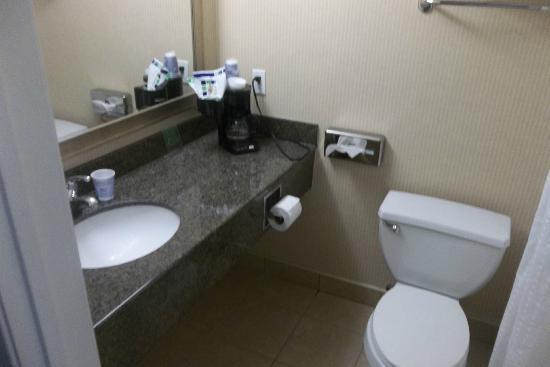 Holiday Inn Express Colton: Baños limpios