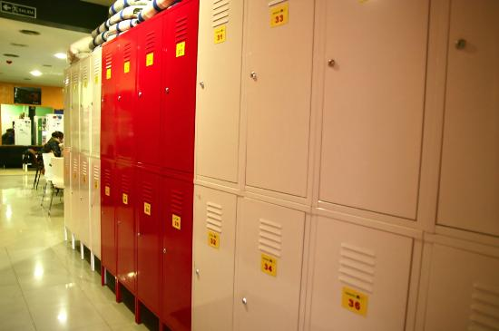 Alternative Creative Youth Hostel: Secure lockers (under 24 hour video surveilance)