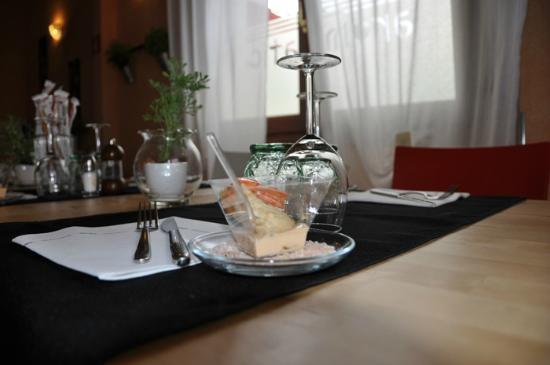 Aromatica : Un particolare dell'elegante tavola