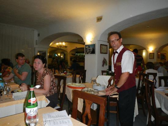 Hotel St Leonard: Salvatore alle prese con il buon cibo........