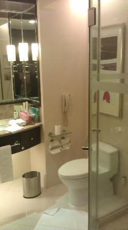 Shangri-La Hotel,Xian: Bathroom