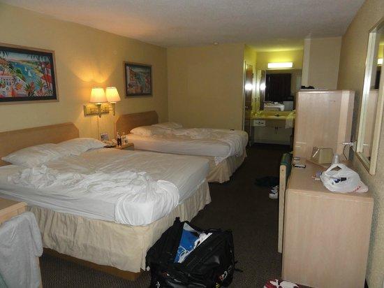 Village Inn of Destin:                   Our room :-(