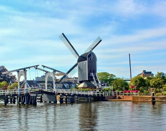 Leiden, The Netherlands: windmill de put