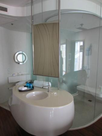 Hotel Baraquda Pattaya - MGallery by Sofitel: I love especially the design of the bathroom