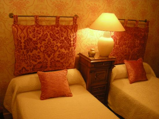 CHAMBRE BOIS DE ROSE - Picture of 16 Place St Louis, Blois - TripAdvisor