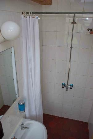 Kenya Comfort Hotel: Decent shower