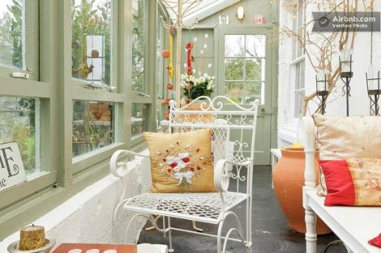 Salem House Bed & Breakfast: Conservatory