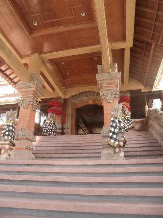 Sari Segara Resort Villas & Spa: Entrance to Lobby/Reception