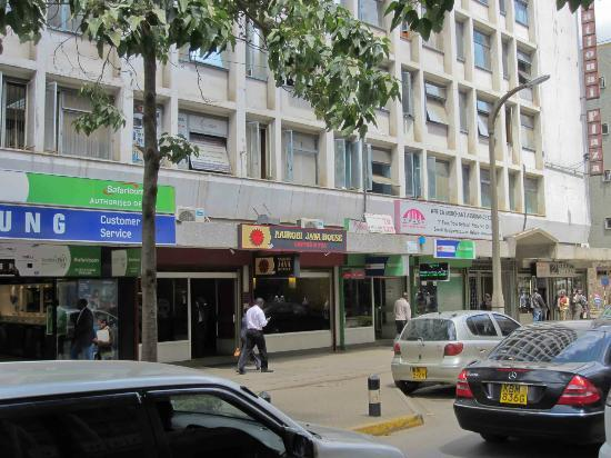 Nairobi Java House Downtown: Mama Ngina Street in Nairobi