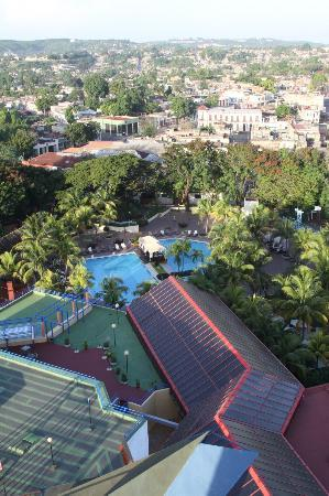 Melia Santiago de Cuba: Melai Santiago de Cuba - view from top floor over pool area