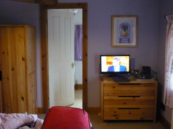 The Old Mill B&B: Bedroom & En-suite