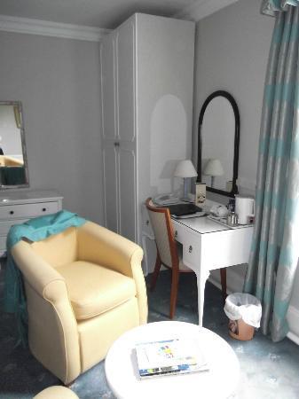 Broom Hall Country Hotel: Room - TV area