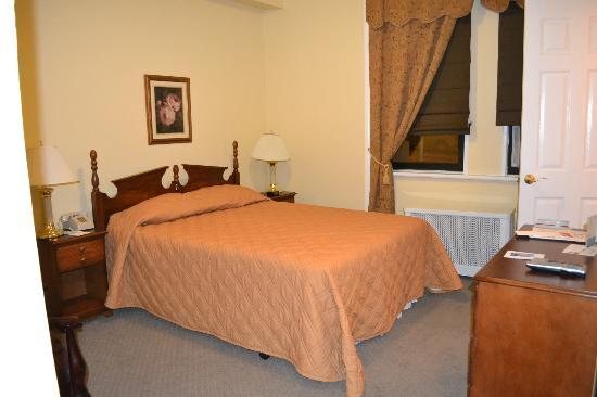 Imperial Court Hotel: Chambre Queen