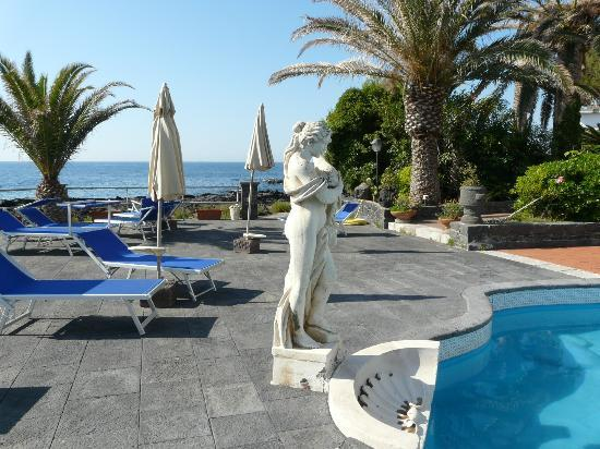 Arathena Rocks Hotel: Бассейн