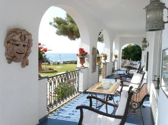 Arathena Rocks Hotel: Тераса